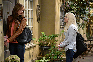 First Look: Christy And Bonnie Can\'t Help Themselves On Mom