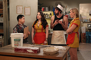 First Look: There\'s Trouble In The Boudoir On 2 Broke Girls