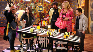 First Look: Max And Caroline Get Trapped In A Williamsburg Wonderland On 2 Broke Girls
