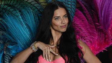 How Come Adriana Lima Is So Dang Quente?