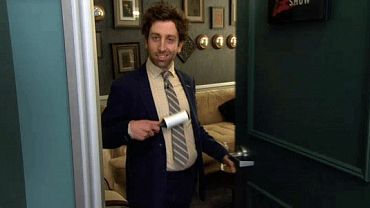 5 Things We Learned From Simon Helberg's Late Late Show Appearance