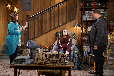 First Look: Molly Reunites Frannie With Her Estranged Sister On Mike & Molly