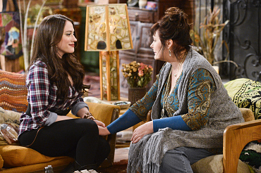 First Look: Max Gets Her Black Heart Broken On 2 Broke Girls