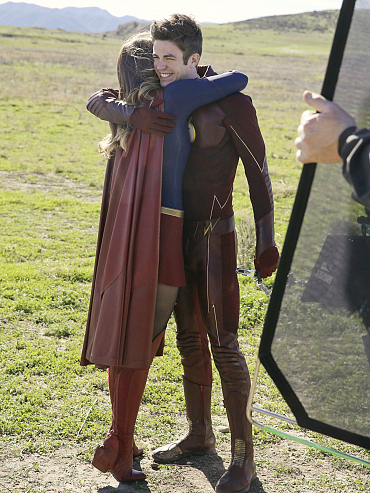 Behind The Scenes Photos From Supergirl / Flash Crossover Episode