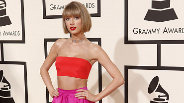 GRAMMYs 2016 Red Carpet: Stars, Style, And More!