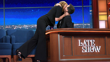 Allison Janney Gives Stephen Colbert A Big Smooch On The Late Show