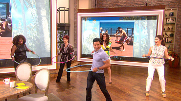 Mario Lopez's Hula Hoop Lesson: 'It's All In The Hips'